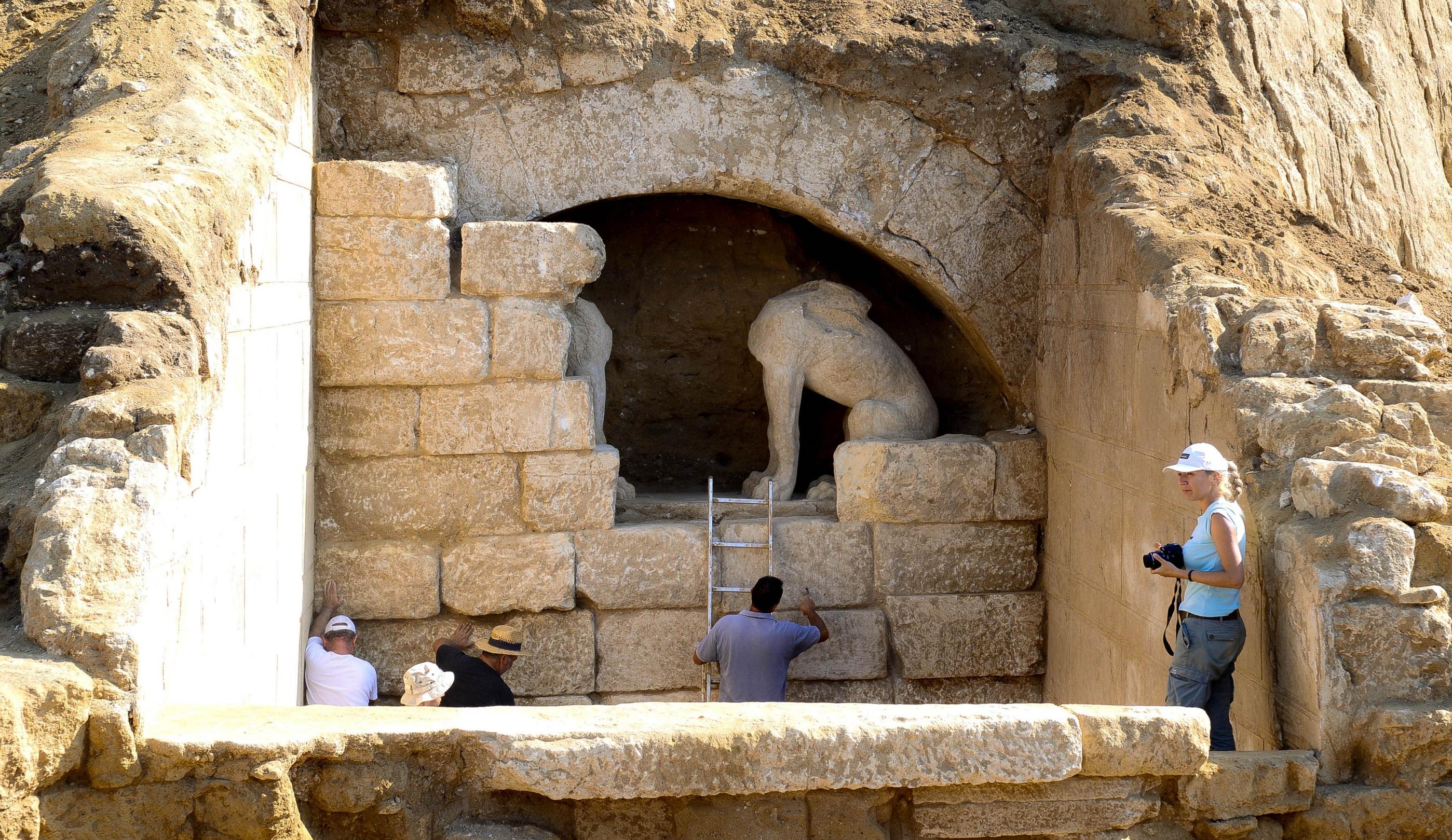 Πως θα αναγεννηθεί ο νεκρός της Αμφίπολης με τη μέθοδο DNA! Τι έγινε με τη «Μύρτιδα»