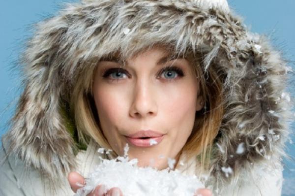 Δείτε τι μπορεί να πάθει το δέρμα σας από το κρύο! Τι συμβουλεύουν οι ειδικοί