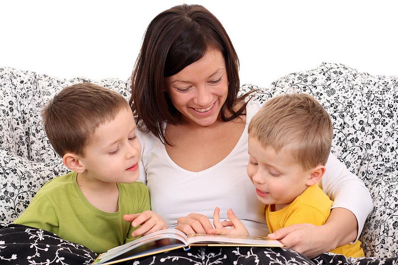 Γιατί να διαβάζετε παραμύθια στο παιδί σας! Δείτε 10 λόγους