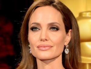 Η Angelina Jolie
