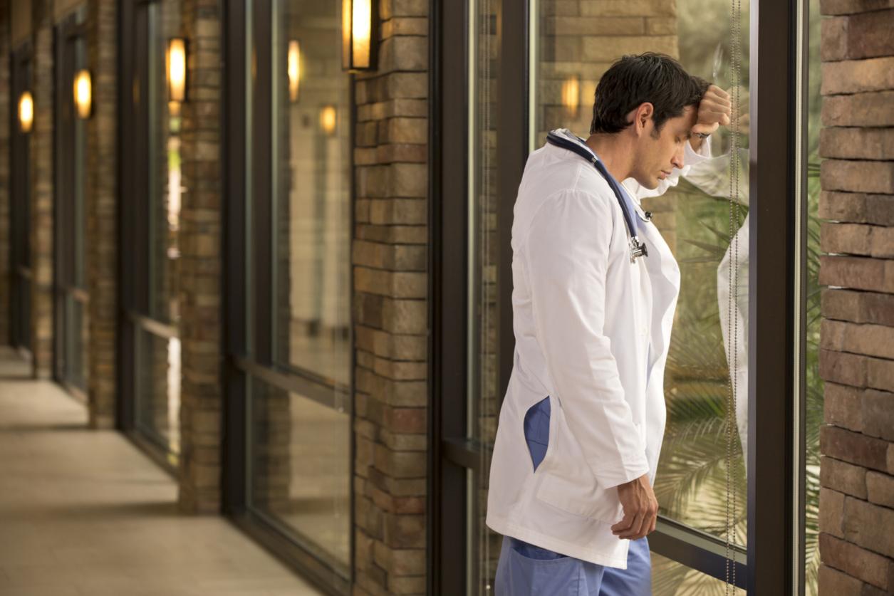 «Πρωταθλητές» στην επιστημονική μετανάστευση οι νέοι γιατροί ! Πόσοι έφυγαν και που πήγαν