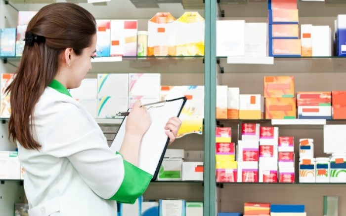 Συνεχίζεται η τροφοδοσία με… μέτρο στα φαρμακεία! Γιατί είναι άδεια τα ράφια