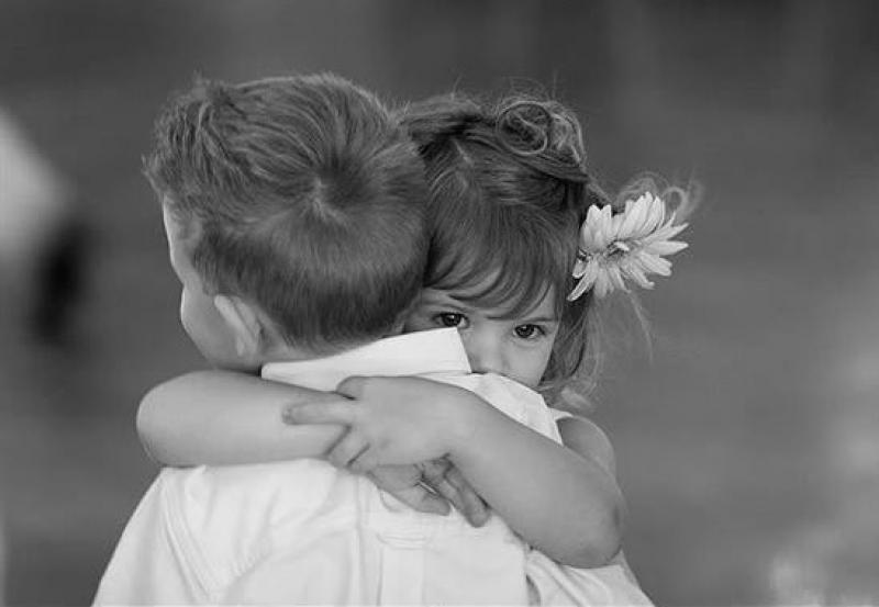 Πόσες αγκαλιές χρειαζόμαστε τη μέρα για να έχουμε υγεία; Όλα τα οφέλη