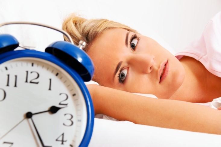 Αϋπνία: Πέντε ύπουλες αιτίες που δεν κοιμάστε σαν «πουλάκι»!