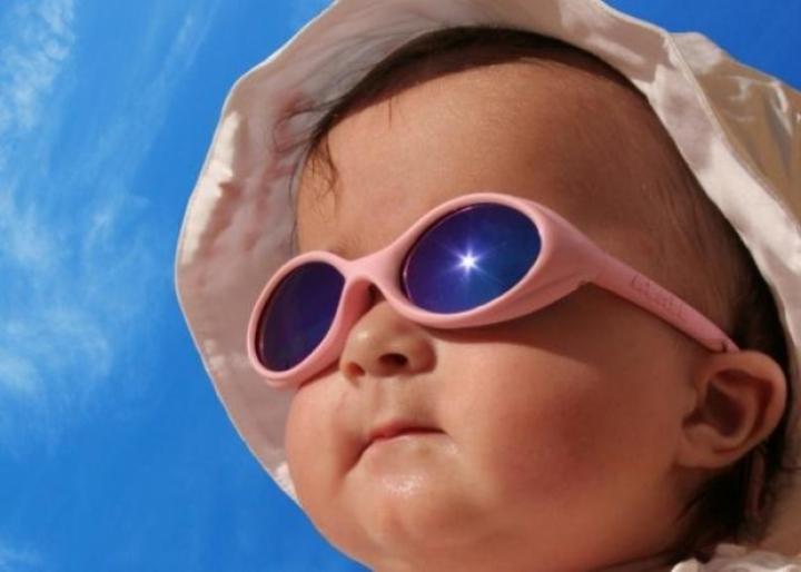 Αφήστε το παιδί στον ήλιο: Πως θα γλιτώσει τη μυωπία!