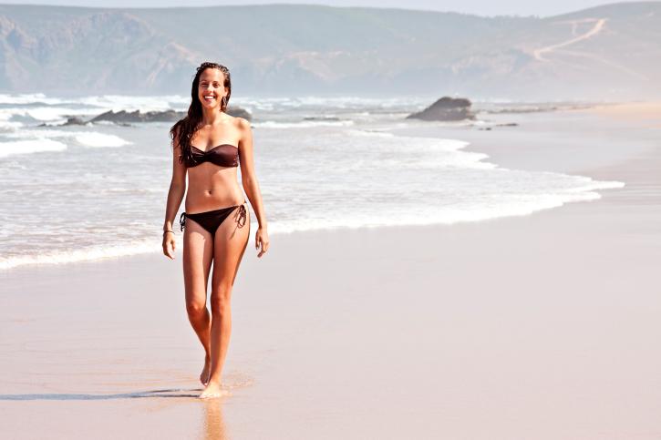 Περπάτημα στην άμμο: Πέντε οφέλη υγείας
