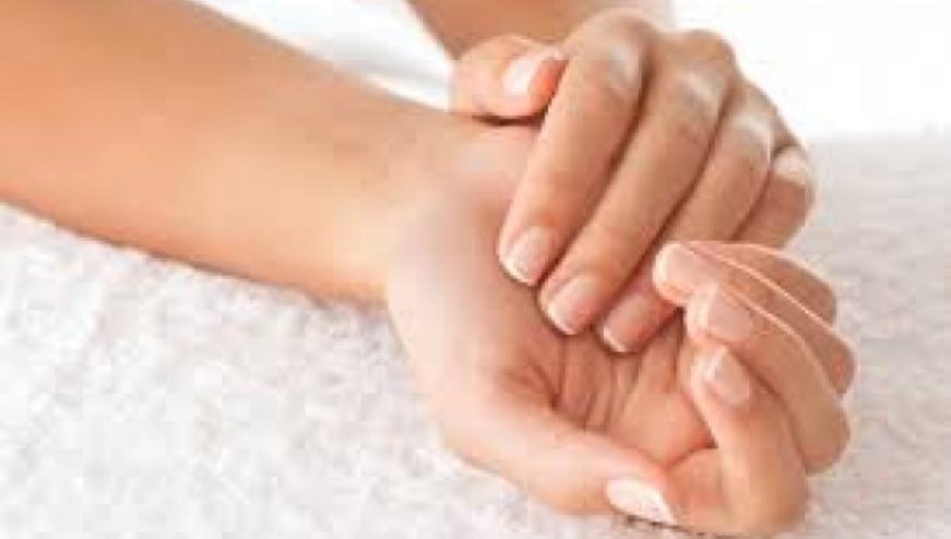 Μούδιασμα στο χέρι: Ποιες είναι οι ένοχες αιτίες