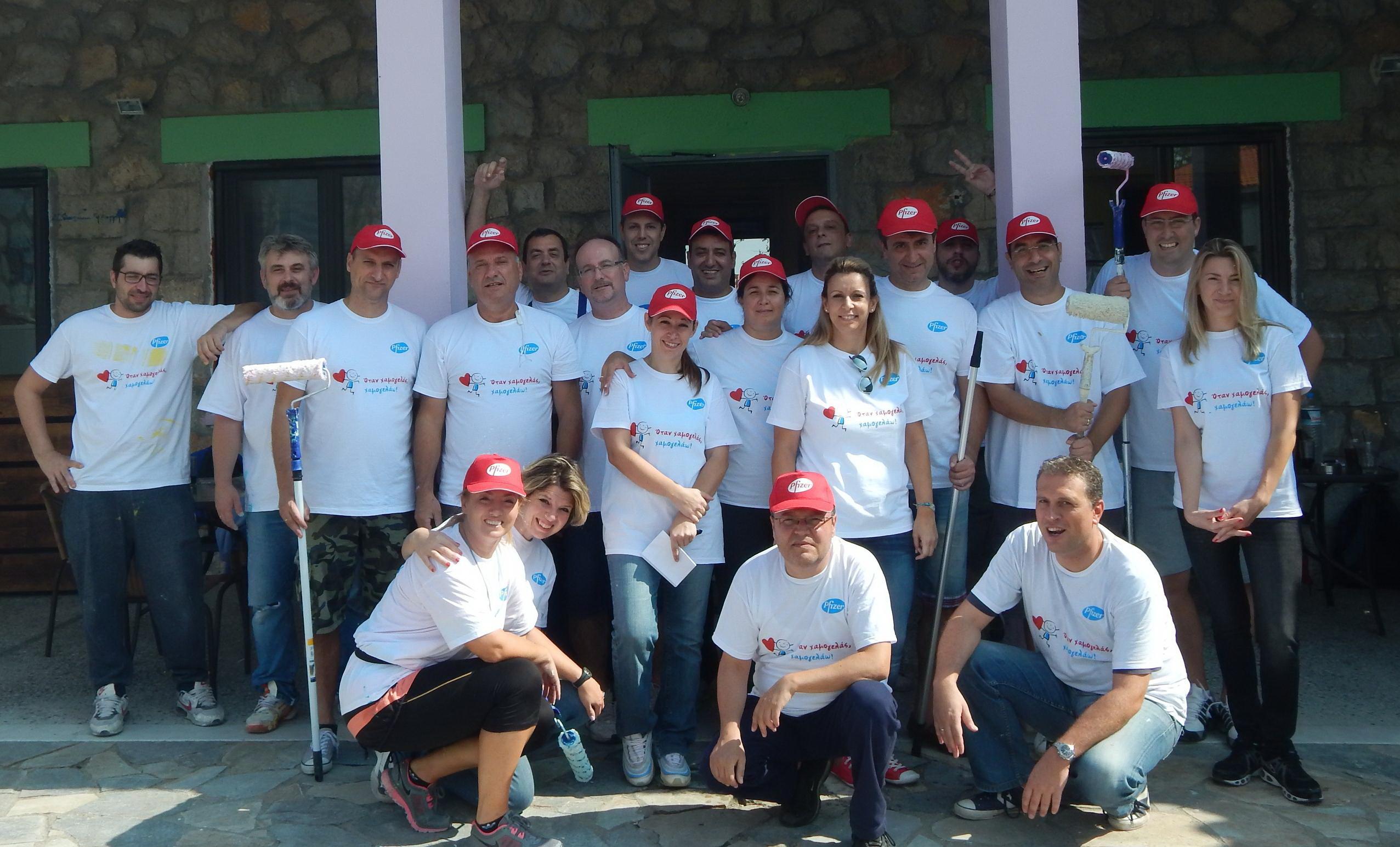 Οι εργαζόμενοι της Pfizer Hellas απλώνουν χείρα βοηθείας στα παιδιά!