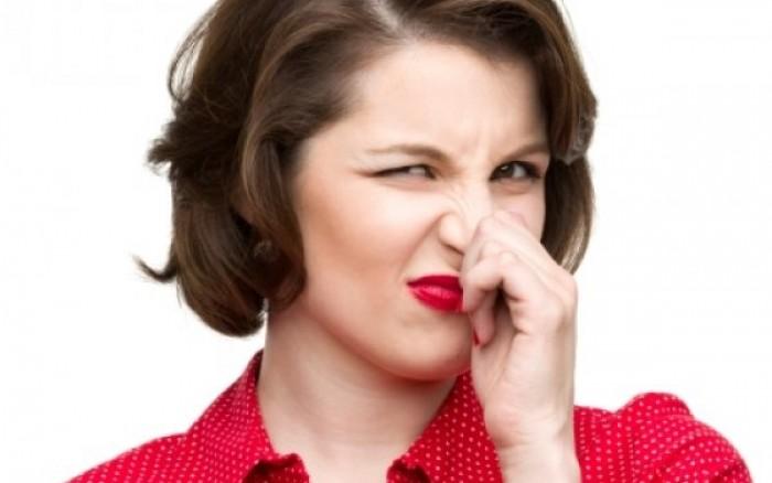 Κακοσμία στόματος: Πού οφείλεται και πώς θα την αντιμετωπίσεις