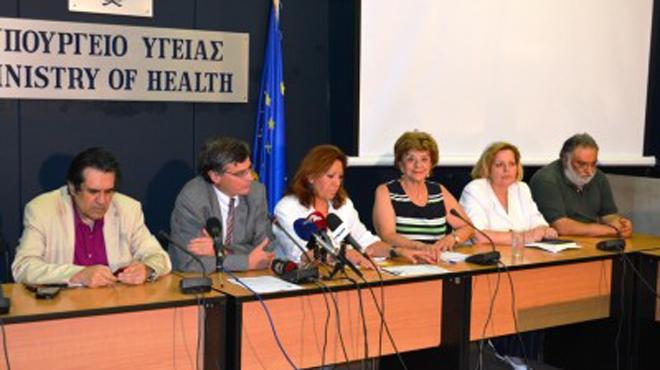 Ο Γενικός Διευθυντής του ΚΕΕΛΠΝΟ (αριστερά) σε παλαιότερη σύσκεψη στο υπ.Υγείας παρουσία της τότε προέδρου του ΚΕΕΛΠΝΟ Τζένης Κρεμαστινού