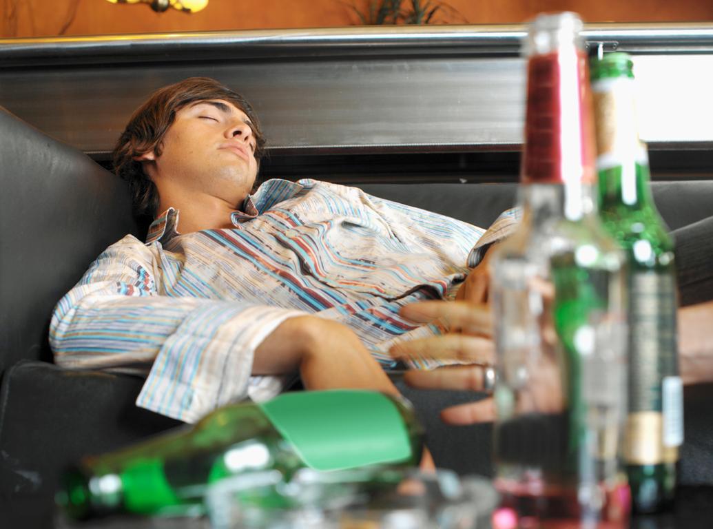 """Πέντε tips για να προφυλαχθείτε από τα ποτά """"μπόμπες"""""""