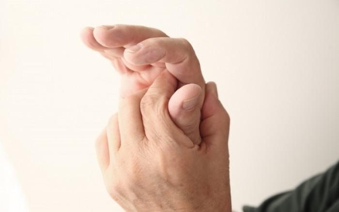 Μούδιασμα στα δάχτυλα χεριών και ποδιών: Με ποιες ασθένειες συνδέεται;