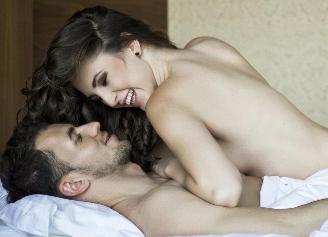 Γιατί να κάνετε σεξ κάθε βράδυ; Όλοι οι λόγοι