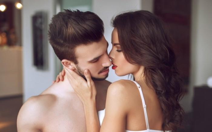 Τι ελκύει ερωτικά μια γυναίκα; Όλα τα χαρακτηριστικά