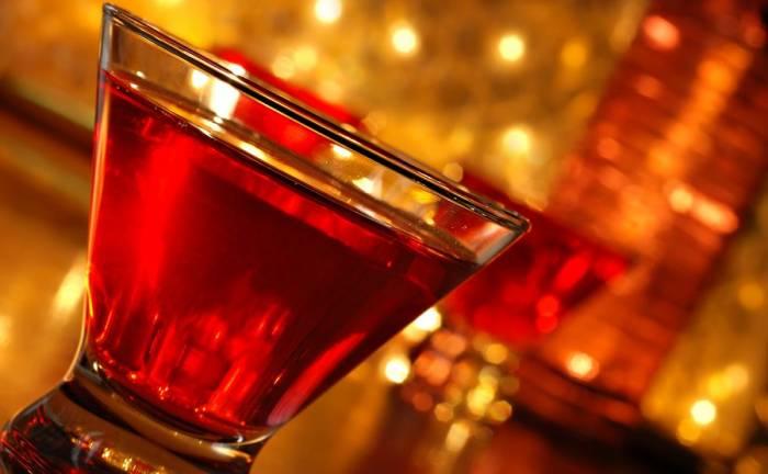 Μήπως κοκκινίζετε μετά την κατανάλωση αλκοόλ; Δείτε από τι κινδυνεύετε