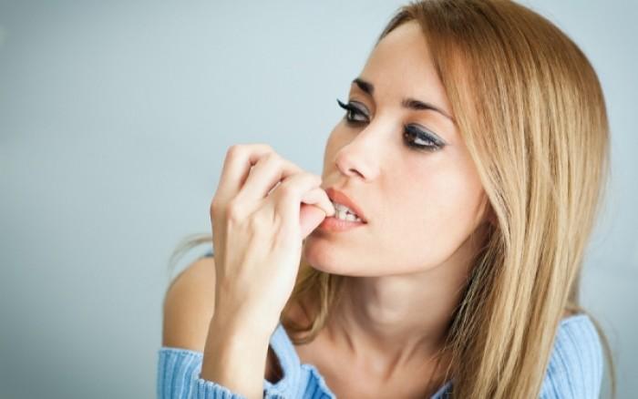 Δείτε από τι κινδυνεύετε όταν τρώτε τα νύχια σας!