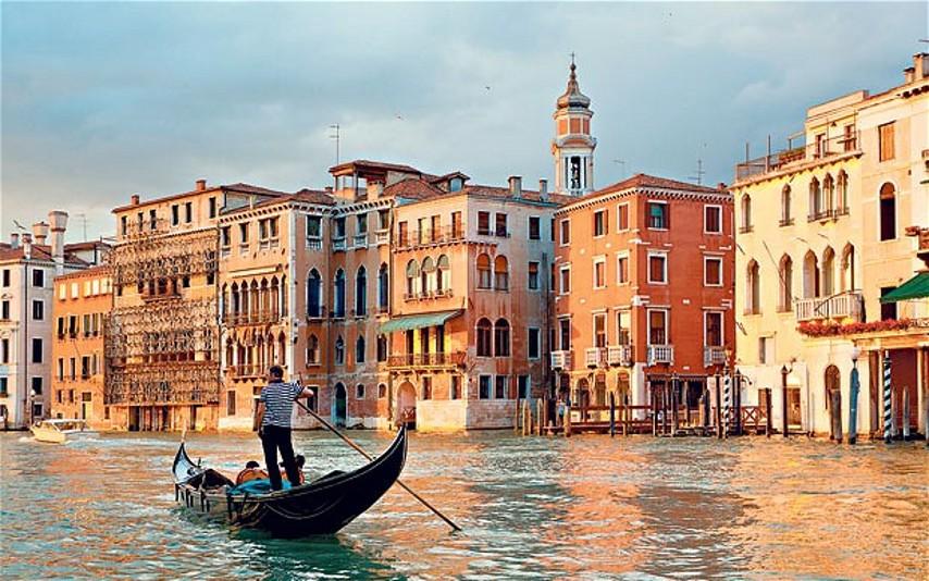Παρασκήνια: Ο γονδολιέρης και το δώρο στη Βενετία!