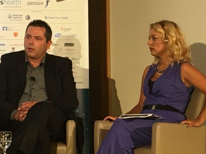 Ο πρόεδρος του ΕΟΠΥΥ Σ.Μπερσίμης και η δημοσιογράφος  Δήμητρα Ευθυμιάδου