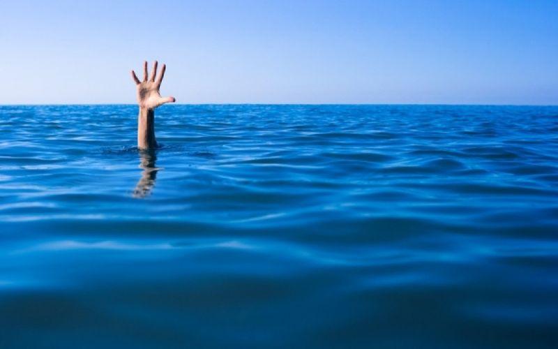 Κράμπα στη θάλασσα: Τι να κάνετε για να μην κινδυνεύσετε