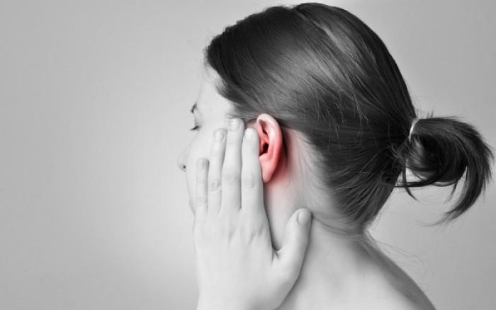 Σπυράκι στο αφτί: Πώς θα μειώσετε τον πόνο;