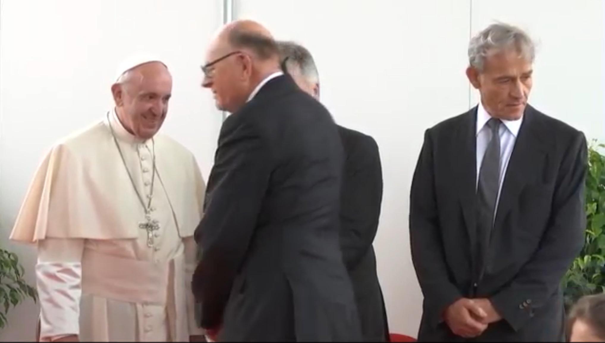 Τι δουλειά έχει ένας Έλληνας καθηγητής καρδιολογίας με τον Πάπα Φραγκίσκο;