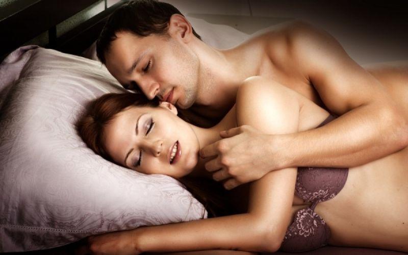 ένα μασάζ μετατρέπεται σε σεξ λεσβιακά όργια