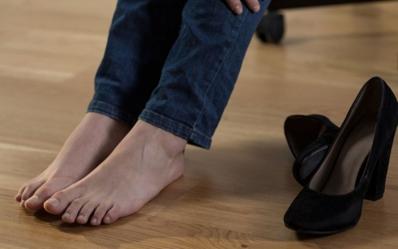Πρησμένα πόδια: Δείτε τι να κάνετε για να ανακουφιστείτε