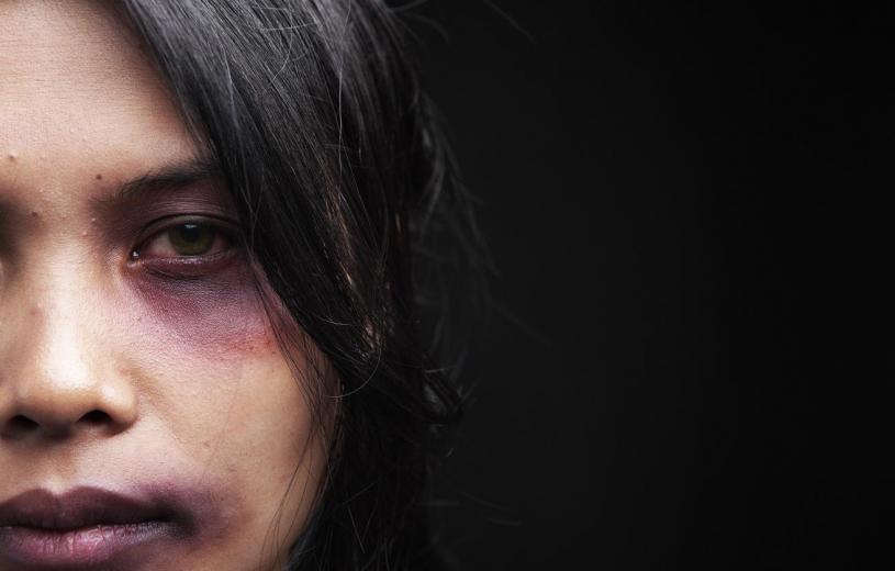 Κορονοϊός: Γραμμή SOS 15900 για τα θύματα ενδοοικογενειακής βίας
