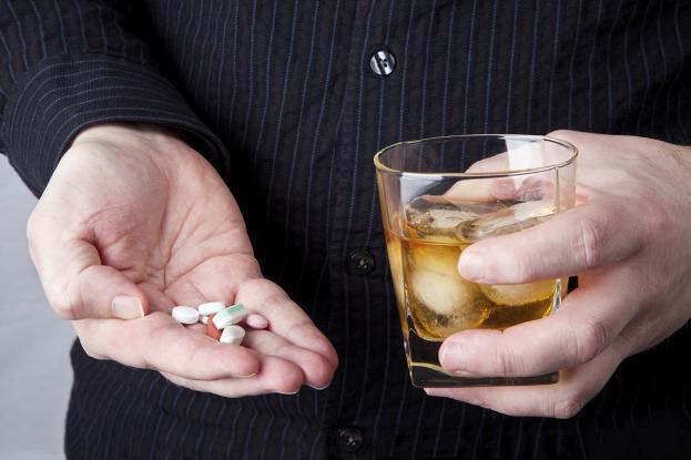 Αλκοόλ και αντιβίωση: Μύθοι και αλήθειες