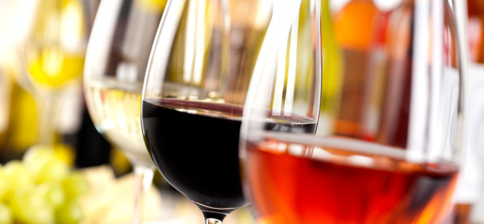 Λευκό ή κόκκινο κρασί: Ποιο μεθάει πιο εύκολα;