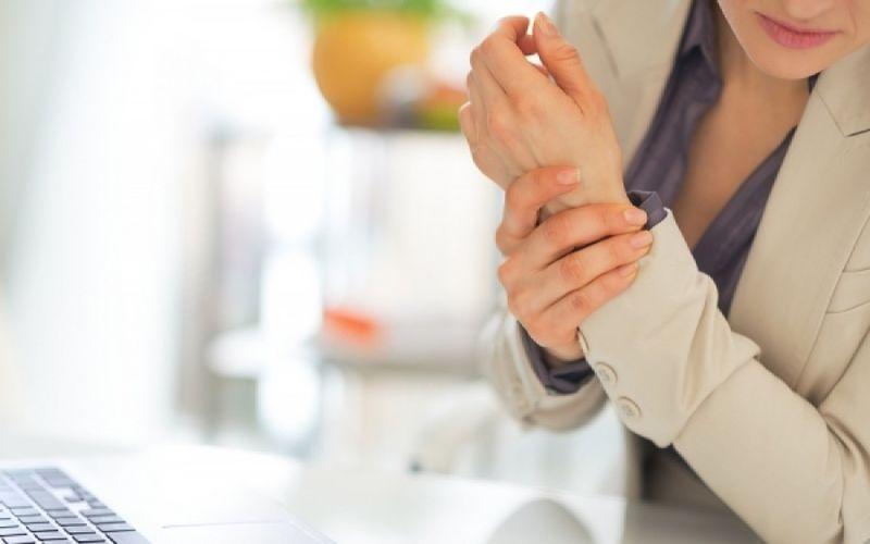Ωλένια Νευρίτιδα: Πότε προκαλεί πόνο στα χέρια και πώς αντιμετωπίζεται