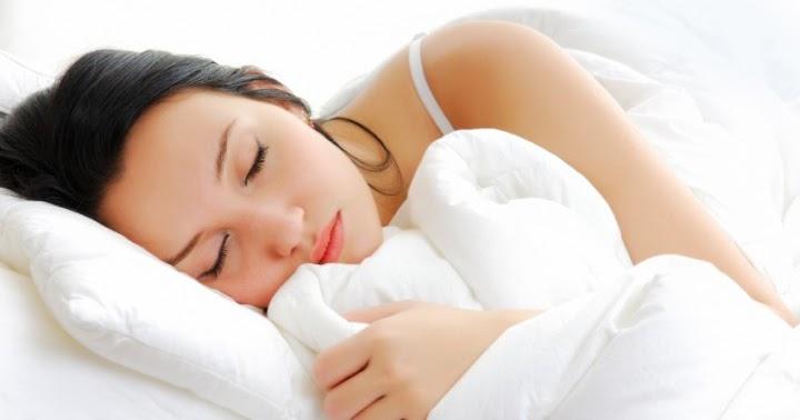 Πόνος στη σπονδυλική στήλη: Να κοιμάμαι ανάσκελα ή μπρούμυτα;