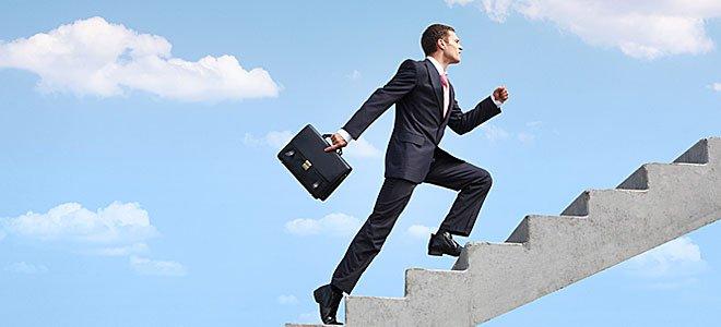 Πόνος στο γόνατο: Γιατί είναι πιο έντονος όταν ανεβαίνω σκάλες;