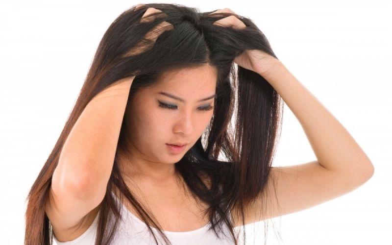 Φαγούρα στο κεφάλι: Ποιες ασθένειες μπορεί να κρύβει