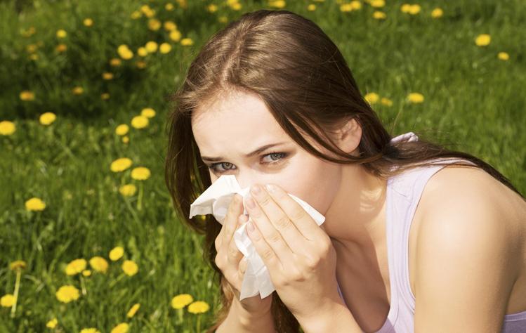 Κρυολόγημα vs αλλεργία της άνοιξης: Πώς θα ξεχωρίσετε τα συμπτώματα