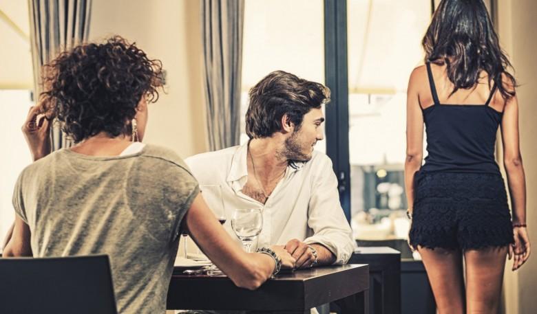 Έρευνα: Πότε και γιατί οι άνδρες ξενοκοιτάνε;
