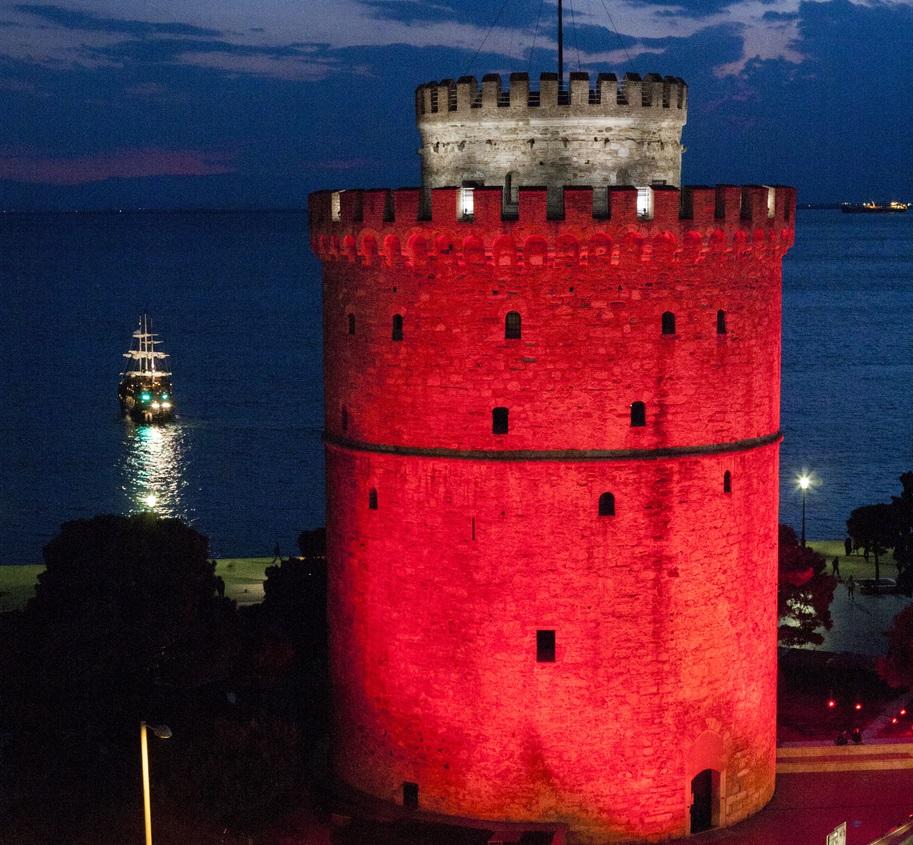 Γιατί «ντύθηκε» στα κόκκινα ο Λευκός Πύργος;