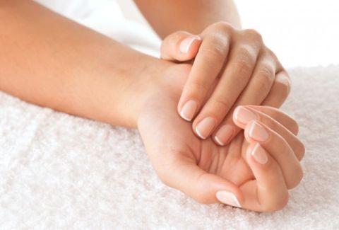 Μούδιασμα και μυρμήγκιασμα στα δάχτυλα: Πώς θα το αντιμετωπίσετε φυσικά!