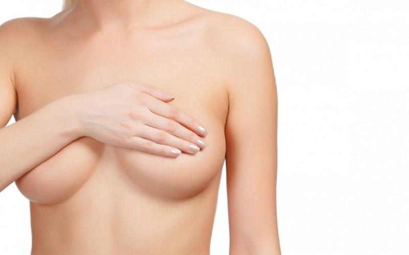 Υγρό από το στήθος: Πότε αποτελεί ανησυχητικό σημάδι;