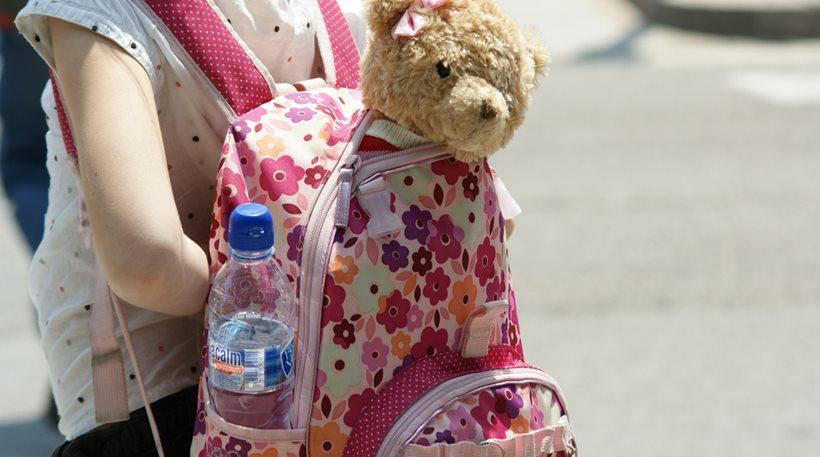 """Επιστροφή στο σχολείο: Τι κινδύνους """"κουβαλάνε"""" οι βαριές σχολικές τσάντες"""