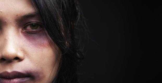 Δωρεάν συμβουλευτικές υπηρεσίες σε ιατροδικαστικές δομές για τις κακοποιημένες γυναίκες