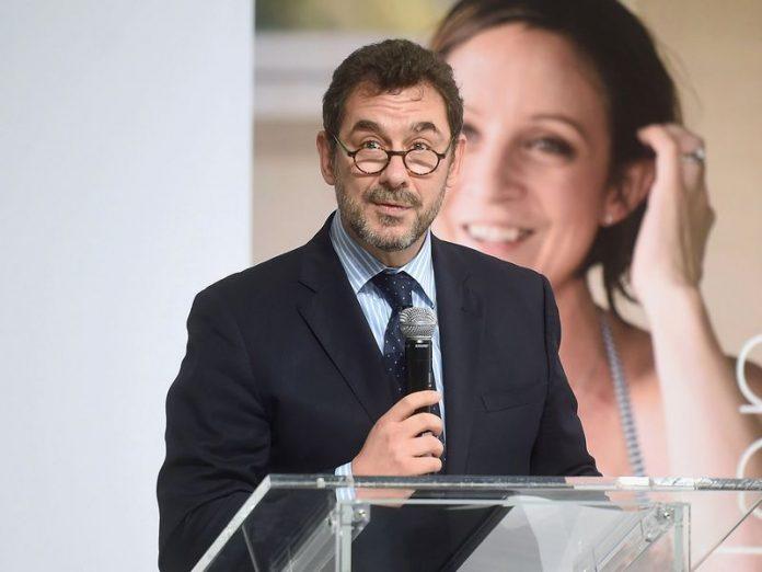 Τιμητική βράβευση για τον Έλληνα CEO της Pfizer Inc Δρ. Άλμπερτ Μπουρλά