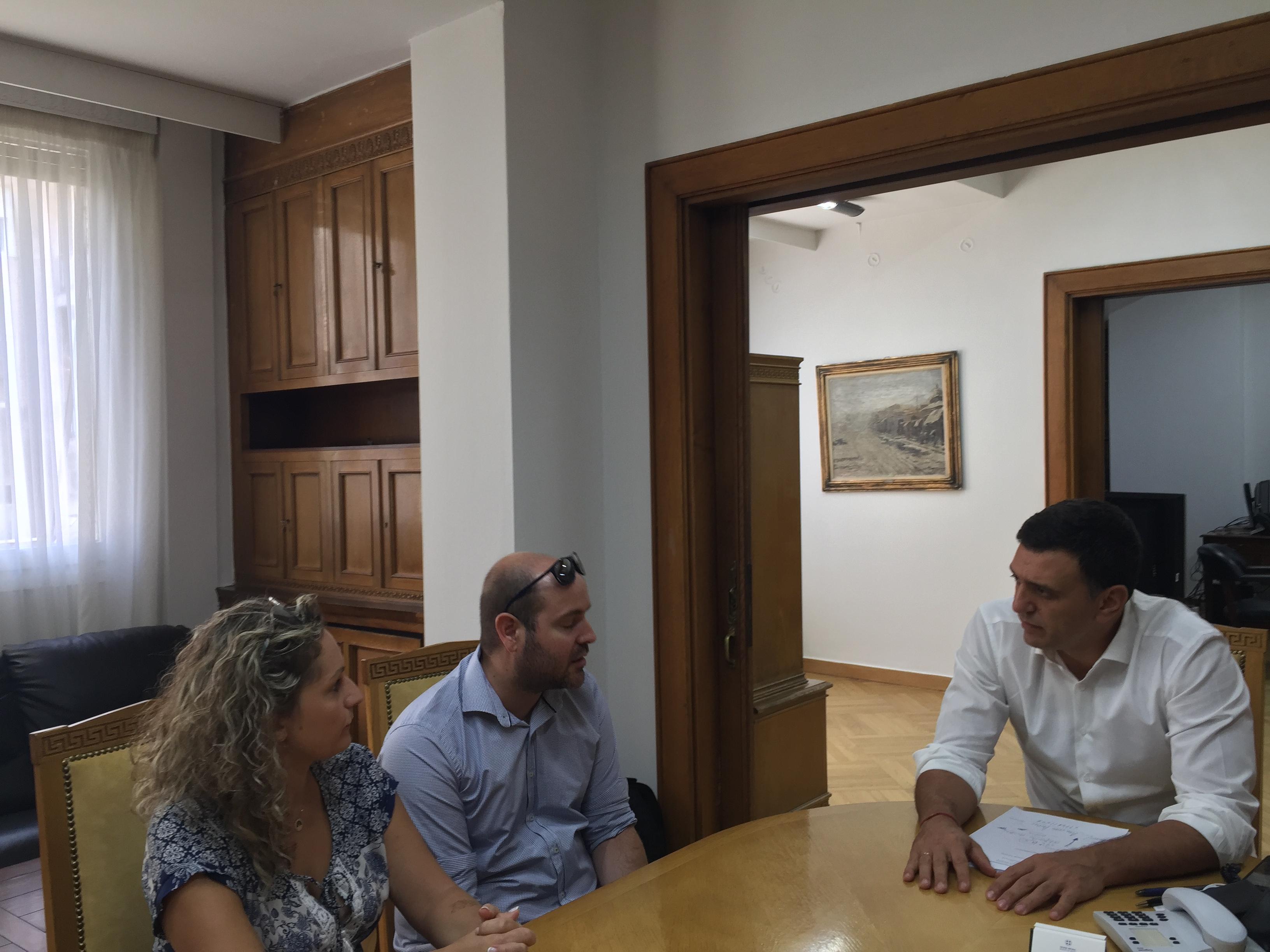 Με τους γονείς του μικρού Παναγιώτη Ραφαήλ Γλωσσιώτη συναντήθηκε ο Βασίλης Κικίλιας