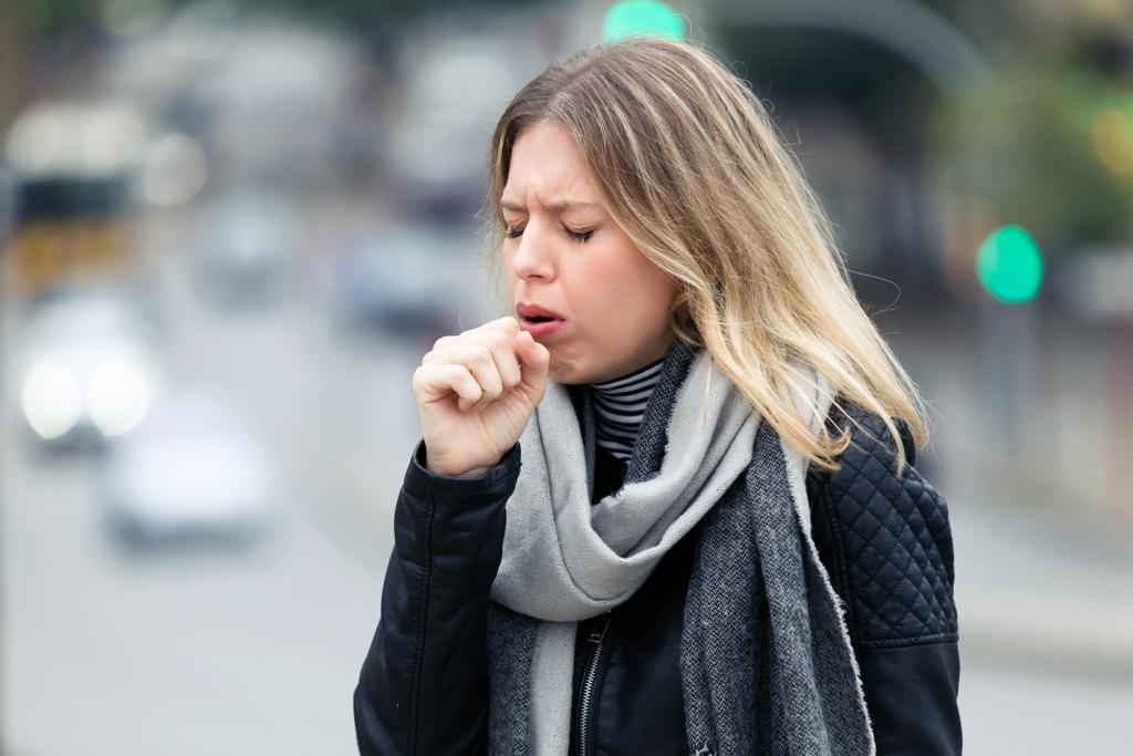 Γρίπη: Πως και πότε μπορεί να εξελιχθεί σε πνευμονία