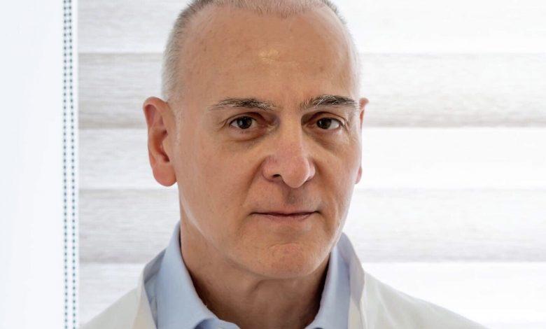 Γεώργιος Α. Παπαγεωργίου, πλαστικός χειρουργός