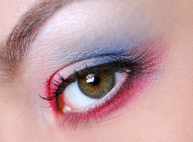 Μακιγιάζ ματιών: Τι να προσέχετε για να μην κινδυνεύσετε