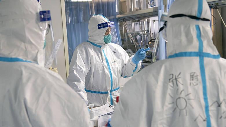 Κοροναϊός: Ουρές για εξετάσεις στα νοσοκομεία! Οι προειδοποιήσεις των ειδικών και ο φόβος των πολιτών