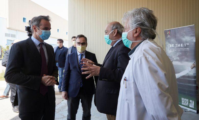 Κορoνοϊός: Στο Εθνικό Κέντρο Αιμοδοσίας με μάσκα ο Μητσοτάκης- Όλα όσα είδε- ΦΩΤΟ