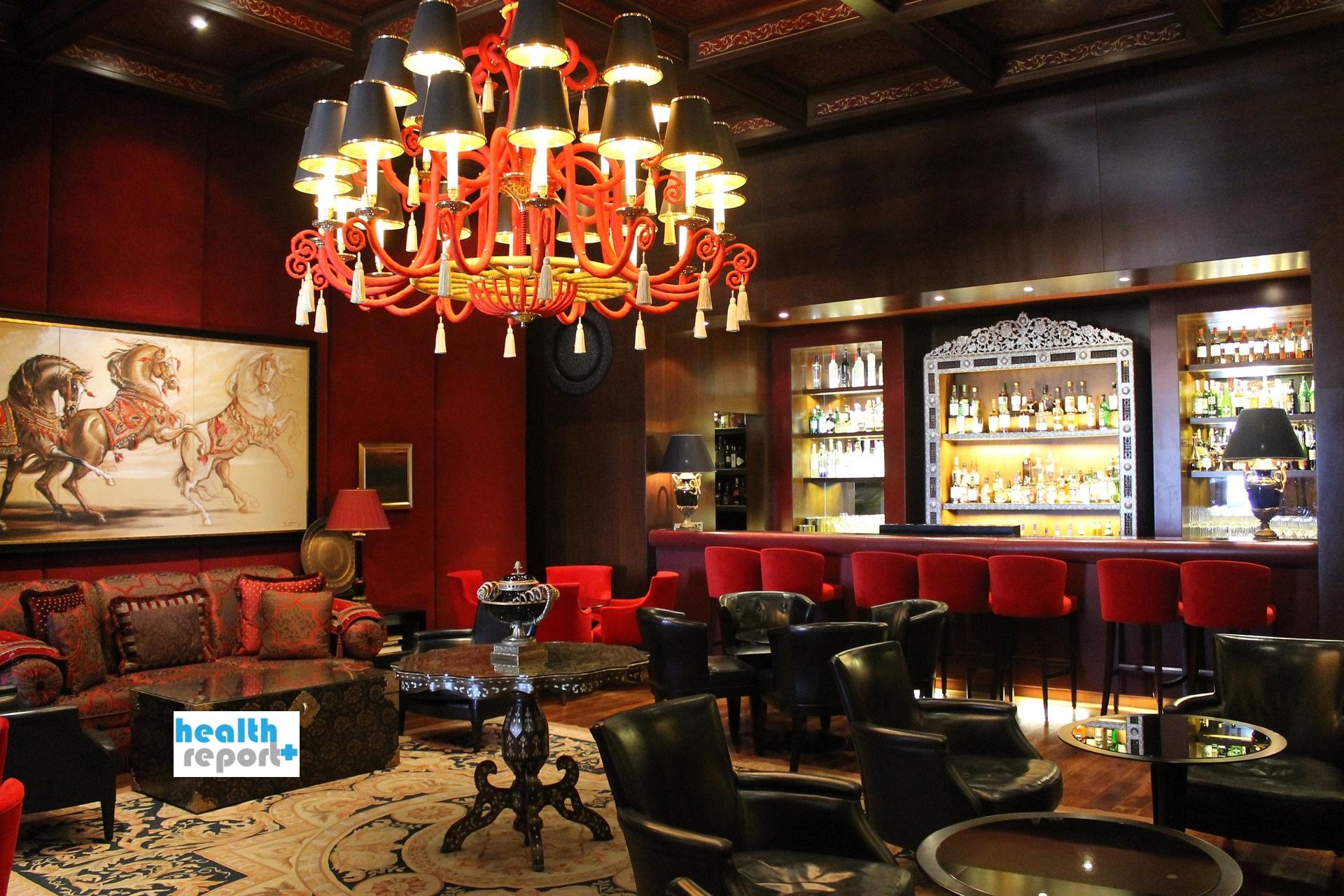 Ο κορονοϊός μεταδίδεται πιο εύκολα στα μπαρ