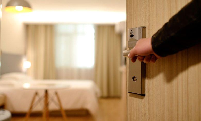 Κορονοϊός: Αναζητούνται άρον άρον ξενοδοχεία για να φιλοξενήσουν ασθενείς με Covid – 19 στα νησιά